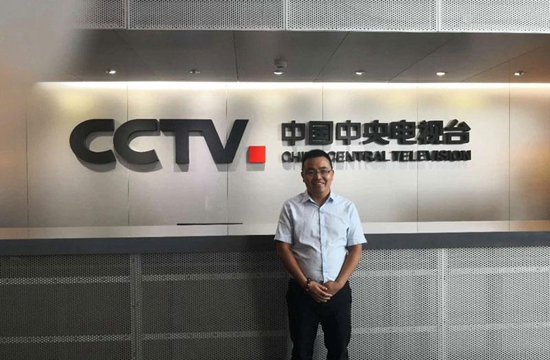一扇门董事长刘丰春应邀参加央视中国经济大讲堂节目录制!
