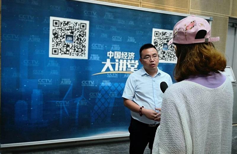 刘董事长接受央视记者采访