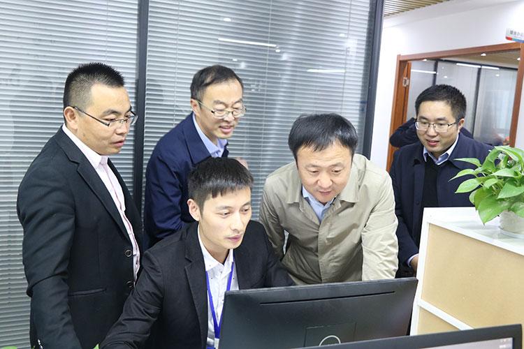 河南范县县委常委副县长张毅莅临一扇门参观考察