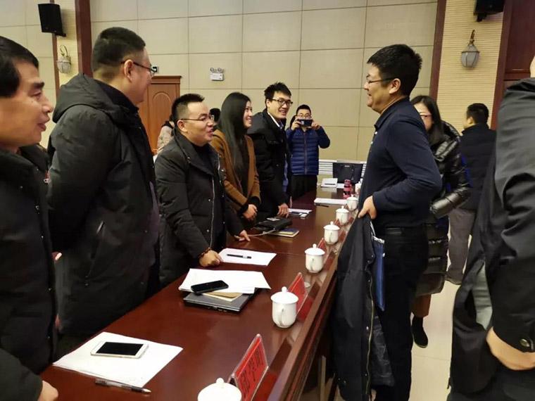 商务部李刚副司长在开班仪式结束后与刘丰春董事长交流电商运营培训标准化