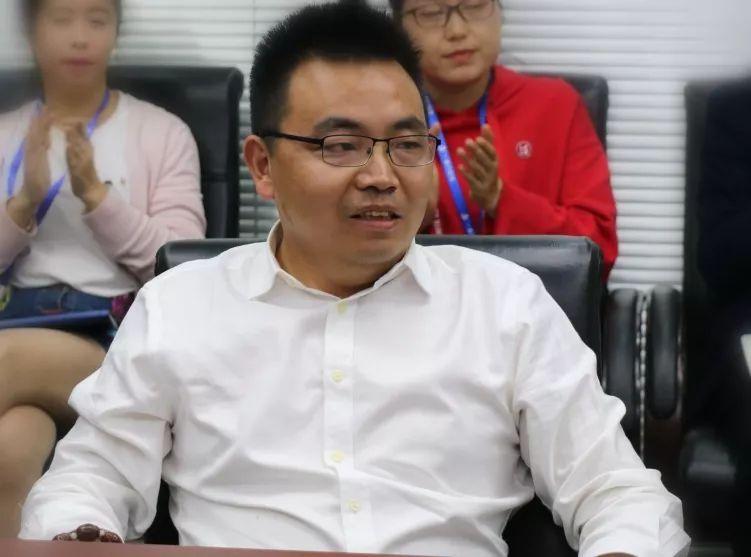 一扇门控股有限公司董事长兼总裁刘丰春
