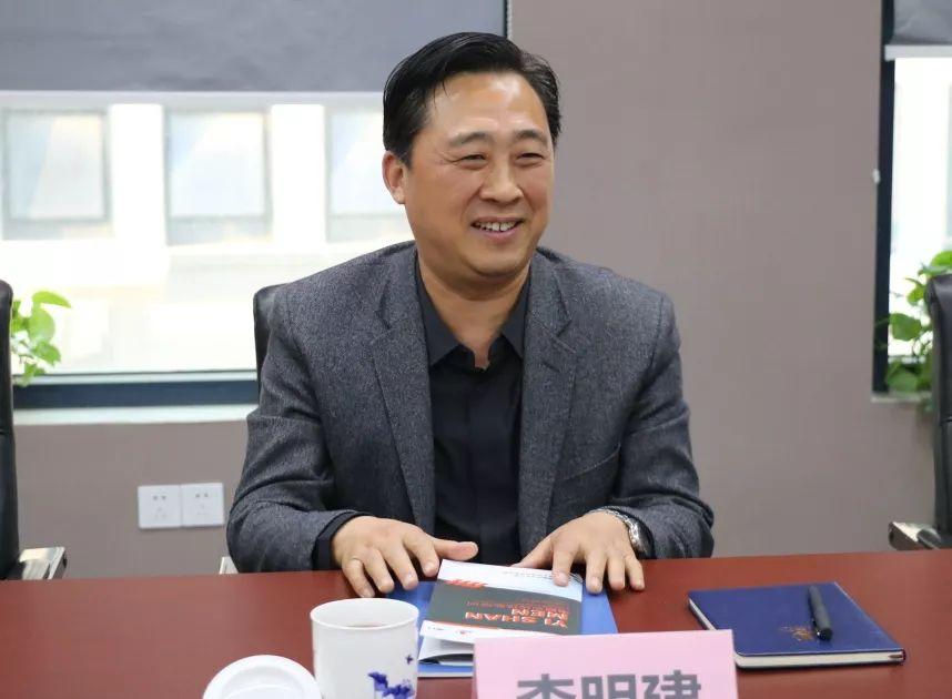 南阳报业传媒集团党委书记、社长、董事长李明建